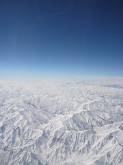 Over Afghanistan (PPRV) Tags: sky afghanistan mountains window plane moscow bangkok aircraft flight boeing cloudless ge 777  thaiairways boeing777 domodedovo    onbord