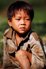 wait (biroe) Tags: boy portrait nikon asia southeastasia child d70 vietnam littleboy ly coc northvietnam