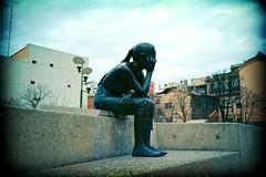 En honor a la gent que arriba tard (almogaver) Tags: street blue sculpture color art film girl azul analog 35mm lomo lca xpro crossprocess slide lomolca slidefilm girona catalunya blau estatua  noia analogic e6c41 almogaver procscreuat davidroca