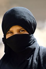 veiled girl in old Marib 18-6-05 - by localsurfer