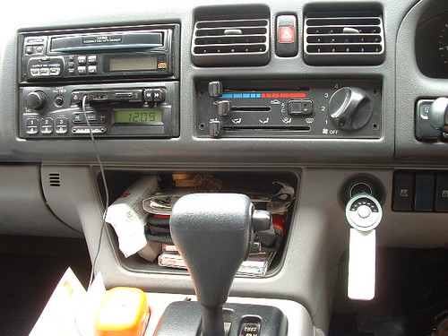 ipod fm modulator car mp3 charging uae dubai shuffle macintosh lightwave ipodshuffle mazda