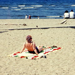 Alki Beach (bentilden) Tags: seattle blue woman usa color film beach water beauty topv111 hair washington sand stripes towel retro alki curlers