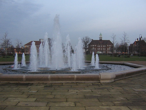 Fountain and town hall, Letchworth Garden City, under Creative Commons from Gregory Williams photostream. Click pic for link.