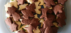Christmas cookies (Gianluca Ermanno (aka Vygotskij 30.000)) Tags: food brown colors yellow catchycolors objects giallo colori cibo oggetti italians marrone cose fotoincatenate