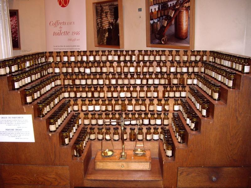 Perfume Organ Fragonard Museum.JPG