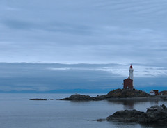fisgard lighthouse (Mike Bingley) Tags: lighthouse bc 2006 victoria vancouverisland fisgard esquimaltlagoon i500 fisgardlighthouse outstandingshots fortroddhill explorejan42007288 holidaysvacanzeurlaub
