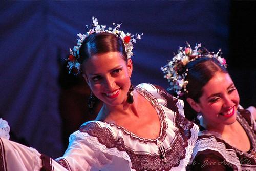"""Ballet Folklorico Universidad de Concepcion. Escuela de Verano """"El Amor"""