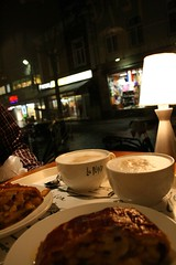 a moment (reya.) Tags: lamp night store cafe cappuccino department sittard vd applestrudel myeverydaylife