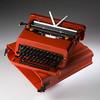 Valentine portable typewriter/ヴァレンタイン・ポータブル・タイプライター