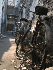 (beijinger) Tags: china boy sculpture bike photography photo child beijing picture  hutong  yangcheng  beijinger  flickrdiamond