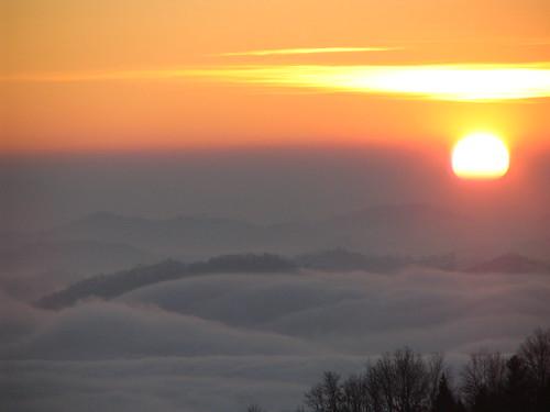 Alba sulla nebbia