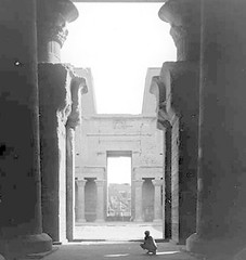 Edfou, Egypt - Temple of Horus - Interior Court (Notre Dame Architecture Library) Tags: architecture court temple interior library egypt slide notredame nd horus lantern int architecturelibrary edfou notredamearchitecture ndlanternslides