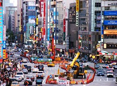 Japan_02 (WorldPixels) Tags: city urban signs cars japan buildings advertising tokyo cityscape chaos crossing traffic ueno reclame citylife business busy pedestrians autos verkehr stad offices advertizing worldwidepanorama hectic verkeer pkw drukte 5photosaday photosaday buildingmachine
