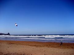 Powerkiting in La Espasa, Caravia, Asturias, Spain (I) (leedixon) Tags: espaa kite beach spain sand foil traction asturias playa arena powerkite cometa asturies arrastre eolo caravia espasa radsails traccin laespasa