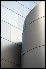 curved (Doubletee) Tags: california architecture geotagged losangeles downtown kitlens frankgehry waltdisneyconcerthall canonefs1855mmf3556
