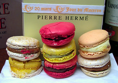 Pierre Hermé - Le jour du macaron (20 mars 2007) - by Canon S3 IS in Paris, France