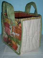 Quilted flower bag - side gusset par PatchworkPottery