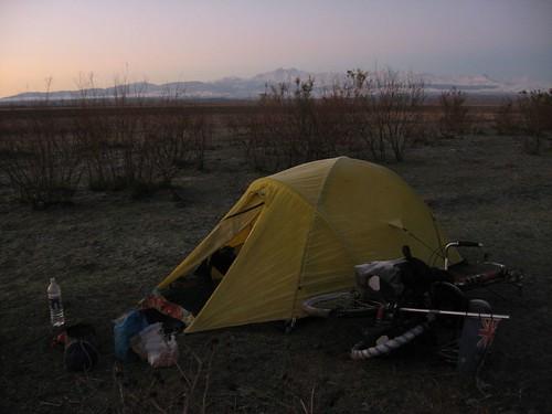 Campsite near Goranboy, Azerbaijan / ゴランボイ村の近く(アゼルバイジャン)