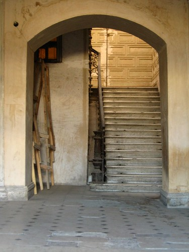 Entrance in T'Bilisi, Georgia / 入り口(グルジア、ティビリシ市)