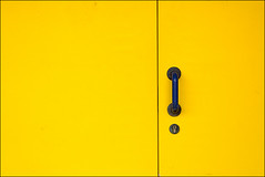 Endersbach_06_go yellow (stssy) Tags: door yellow germany gelb kontrast tr endersbach weinstadt