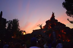 Splash Mountain at Sunset (FrogMiller) Tags: california ca trees light sunset red sun silhouette clouds sunrise canon wow disneyland disney socal canon350d newyearseve orangecounty anaheim oc canoneos canonrebelxt theoc splashmountain californiaadventure crittercountry songofthesouth redsunset disneylandresort robertmiller