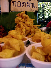 Fried wontons - Weekend market - Bangkok (Alexandra Moss) Tags: travel food thailand southeastasia market bangkok snacks fried dumplings 47points alexandramoss alimoss