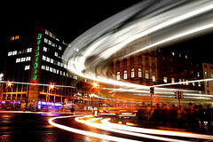 Rush Hour (Dave G Kelly) Tags: longexposure ireland light people dublin bus verde night digital canon buildings heineken 350d lights noche trafficlight europa europe traffic vert irland liffey nighttime noite rushhour grn quays canoneos350d nuit notte dublino oconnell irlanda irlande westmoreland oconnellbridge dubln dolierst irlandia 1855lens interestingness22 2for2 leurope i500 i100 irelanda january2007 westmorelandst dolier 200750plusfaves 200750plusfavesjanuarycontest 200750plusfavesvotingopen davegkelly