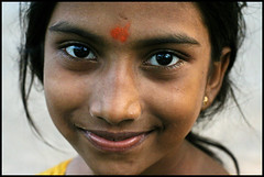Smiling Little Girl (sistereden2) Tags: india smile kid tamilnadu mamallapuram theface abigfave lpclose