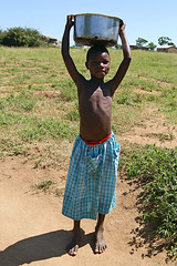 Girl carrying water (imanh) Tags: africa water girl tanzania afrika carry meisje iman heijboer imanh waterdraagster