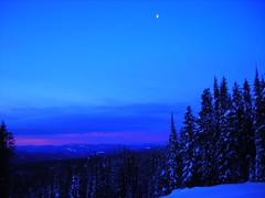 The moon is enjoying the view (The Ginja Ninja) Tags: bigwhite