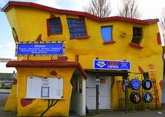 Crazy House feat Irene's konverted kiosk (Bay M) Tags: uk house suffolk crazy flickr fark rich arcade richie richard com felixstowe farkcom mannings charliemannings wisbey richardwisbey richiewisbey richwisbey wisbeyflickr wisbeyphotography richiewisbeycollection