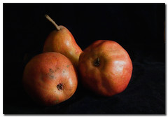 Mmmm..... pears (borealnz) Tags: red blackbackground fruit yummy bravo pears searchthebest pear redpears magicdonkey abigfave artlibre magicdonkey25 potwkkc31 lightstylus borealnz