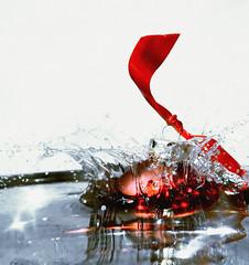 A Splashing Christmas! (DHJ.V) Tags: christmas xmas red tree water ball tie 2006 explore ornament splash interestingness6 christmas2006 explore6 dhjv abigfave p1f1 aplusphoto flickrplatinum