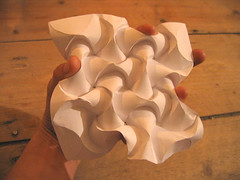 curved fold repeat by Thomas Verity (polyscene) Tags: sculpture art paper origami pattern surface polly fold curve curved poly repeat verity developable polyscene pollyverity developablesurface curvedfold tomverity
