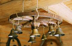 Rural Bells (w0LD) Tags: wood wheel bells russia craft rope russian nikonf80 mandrogi