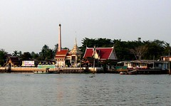 The Thai temple near Jao Pra ya river. (Puykamo@Tнai) Tags: trip travel beautiful thailand lights tour handmade thai pottery neat nonthaburi นนทบุรี ท่องเที่ยว kohkret ลายไทย puykamo thaiproduct เกาะเกร็ด thaipottery thaitexture ลายวิจิตร แสงและเงา เครื่องปั้นดินเผา