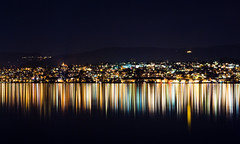 die Klaviatur der Nacht (frischmilch) Tags: longexposure sea lake blur reflection water lines horizontal night dark 50mm lights schweiz switzerland see iso200 blurry dof nightshot riverside swiss stripes zurich illumination blurred illuminated lamps zrich zuri waterside f9 zri zrichsee depthoffocus 123s abigfave schwiz blurredout stadtgetty2010