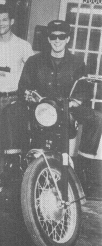 BUDDY HOLLY con su moto ARIEL CYCLONE