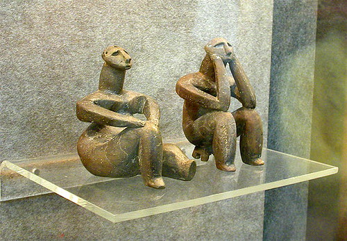 "Romania Neolithic Figurines (Hamangia): The ""Thinker"" & the ""Seated Woman"" - Masterpieces of Neolithic Art por londonconstant."