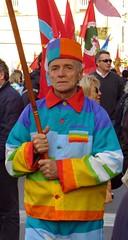 [No Dal Molin] pacifista convinto (ParH) Tags: italy rainbow italia peace rally movimento arcobaleno base italie vicenza paix manifestazione veneto f35 americani pacifisti dalmolin freelanmanifestazioni freelan freelanvicenza arcenceil