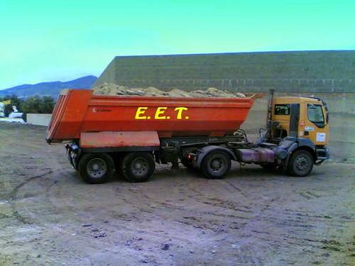 Vehiculo pesado preparado para descargar copia