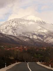 Strellc Peak looming over some village (kosova cajun) Tags: road snow landscape spring kosova kosovo balkans firstdayofspring peisazh dean southeasterneurope strellcpeak deani majaestrellcit voksh