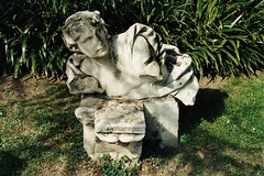 A mezzo riposo. (sangiopanza2000) Tags: italy statue italia shadows ombre statua vicenza veneto sangiopanza teatroolimpico fotoincatenate 1flckrmeetingvicenza