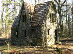 Stone house in the forrest of Denmark (Moster_k) Tags: wood old house dark denmark woods alone forrest empty danmark hus jutland jylland skov djursland de tirstrup flinthus