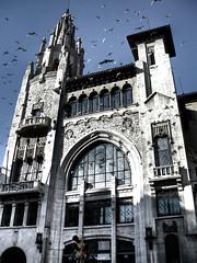 Tetric (J.Salmoral) Tags: barcelona espaa building spain espanha edificio catalonia pjaros catalunya espagne spanien spagna spanje lowsaturation  lacaixa ispanya vialaietana spanyolorszg juanillooo saturacinbaja juansalmoral  panija