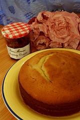 Sponge Cake with Raspberry Jam