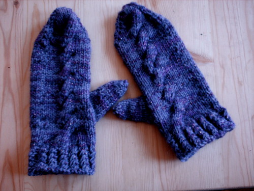 Cabled mittens1