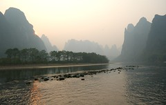 river scene (yewenyi) Tags: china trip vacation holiday water liriver asia view yangshuo scene   karst lijiang  guangxi eastasia topography lijiangriver  rockbank  zhnggu karsttopography   gungx kuanghsi kwangsi guangxizhuangautonomousregion gvangjsih gvasi gvangjsihbouxcuenghswcigih gvasiboucuescigi gungxzhungzzzhq ljing karsttowers