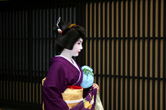 Geisha in Gion, Kyoto, Japan (Mar 2007) (Cor Lems) Tags: road street city japan march kyoto asia traditional geisha nippon gion japon 2007 hanamikoji 10faves canoneos500d