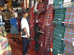 Di kedai membuat muffler & kilt, Edinburgh, Scotland, United Kingdom